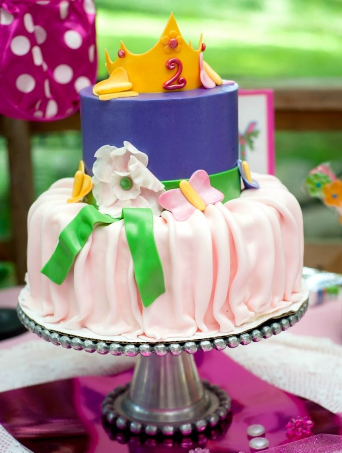 A Fancy Nancy themed birthday party can be Ooh La La! Check out how we put together our daughter's 2nd birthday with fancy fun.