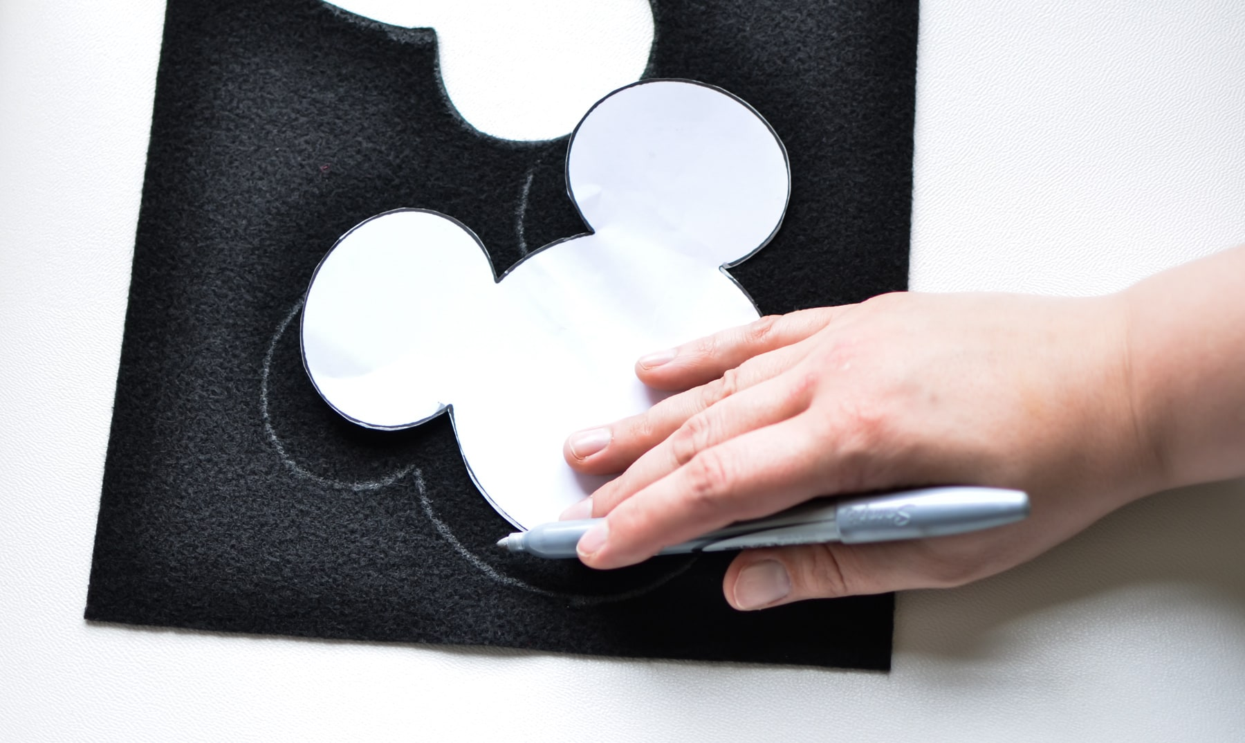 St. Patrick's Day Felt Craft - Featuring Mickey and Minnie Mouse for a fun activity for kids