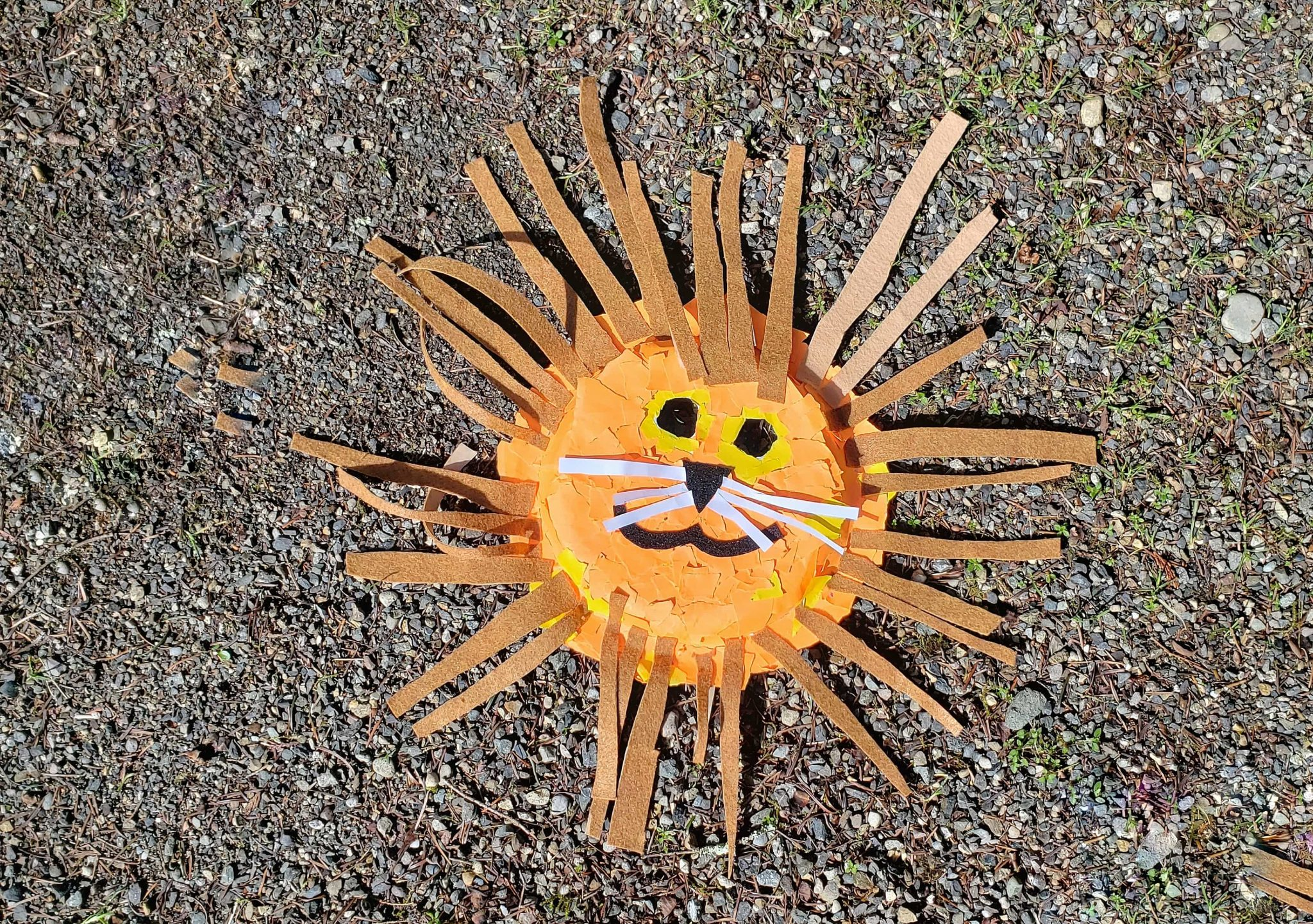 Need a fun kids craft? Check out this lion mask paper plate. This tutorial on how to make a paper plate lion mask is simple and fun for a rainy day kids activity.