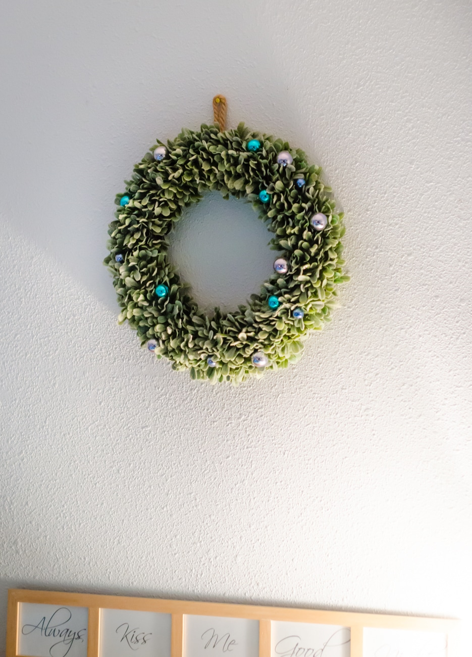 Easy Wreath Decorating Ideas for the Bedroom.