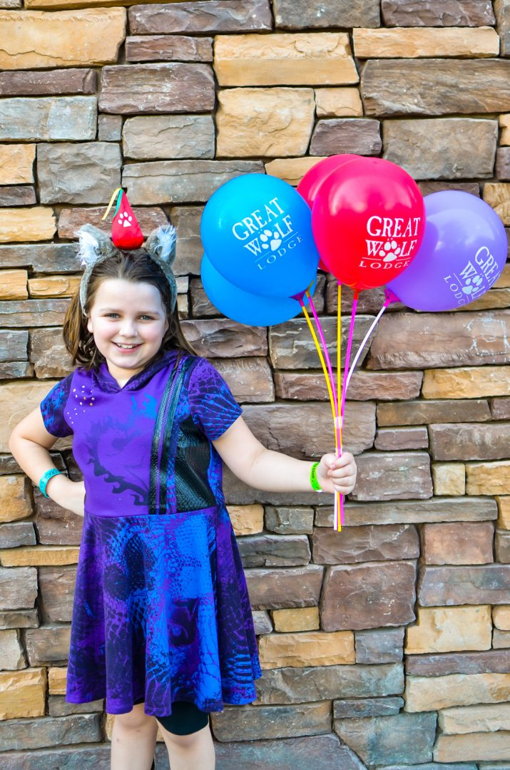 Great Wolf Lodge balloons held by birthday girl