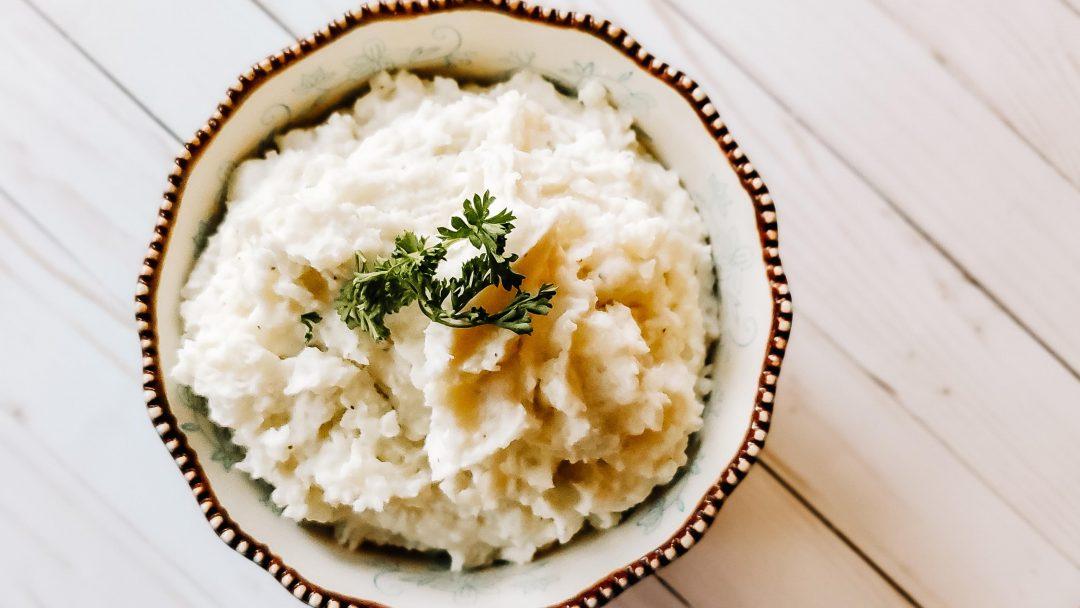 creamy mashed potatoes on white wood