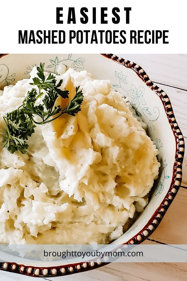 The Easiest Mashed Potatoes will be the perfect recipe for your holiday gathering or easy dinner tonight. These are the perfect homemade mashed potatoes. #mashedpotatoes #easymashedpotatoes